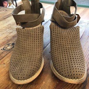 Shoe Dazzle Ankle Bootie